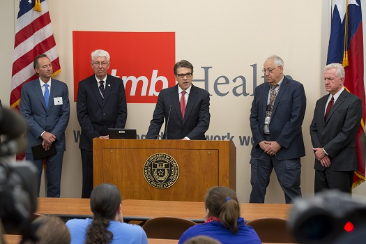 Gov. Perry visits UTMB's Galveston National Laboratory