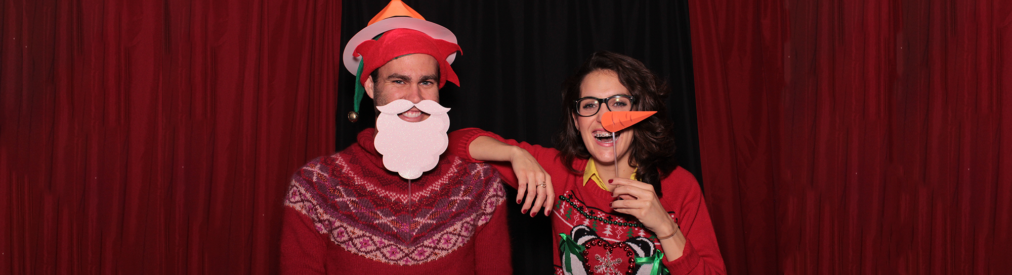 guy and girl in christmas photobooth